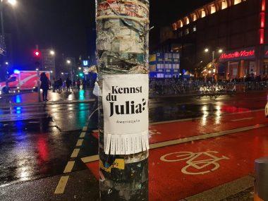 """Abrisszettel """"Wer ist Julia?"""" in Berlin"""